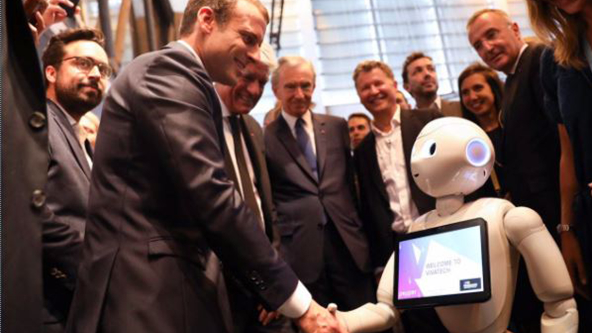 french president macron meets pepper