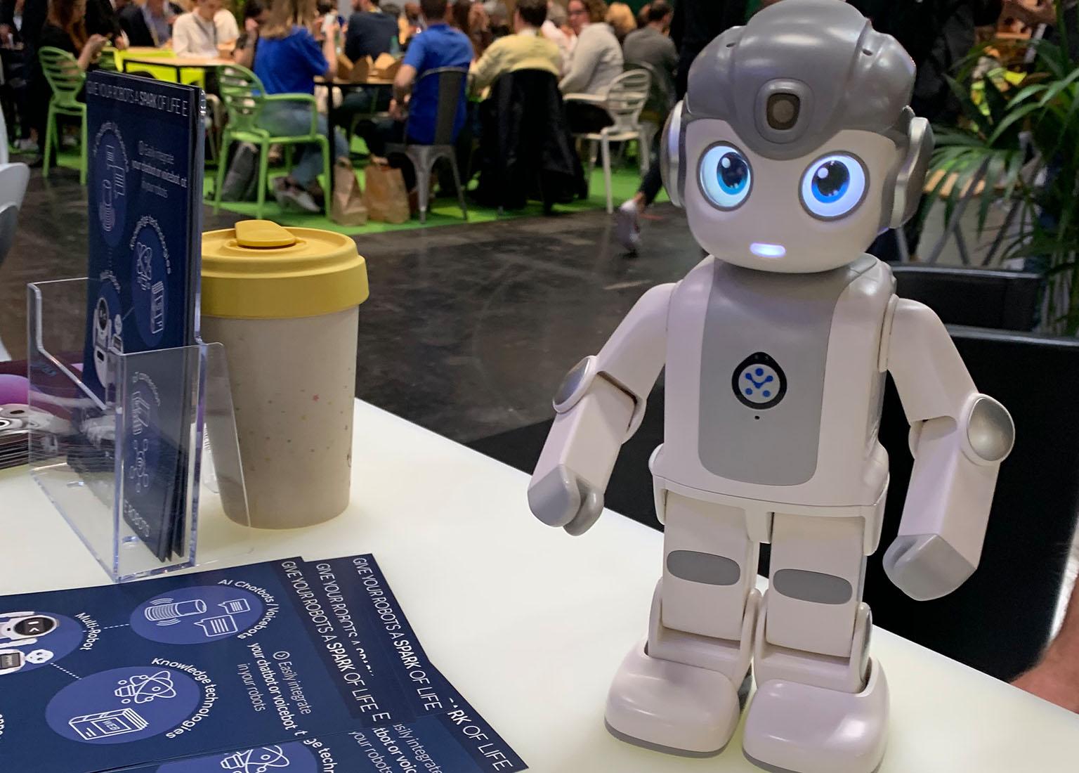 alpha mini robot ubtech vivatech