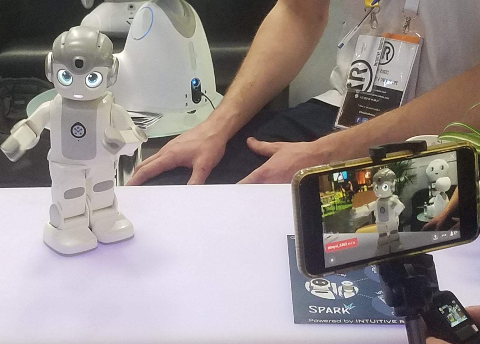 alpha mini robot ubtech robot vivatech