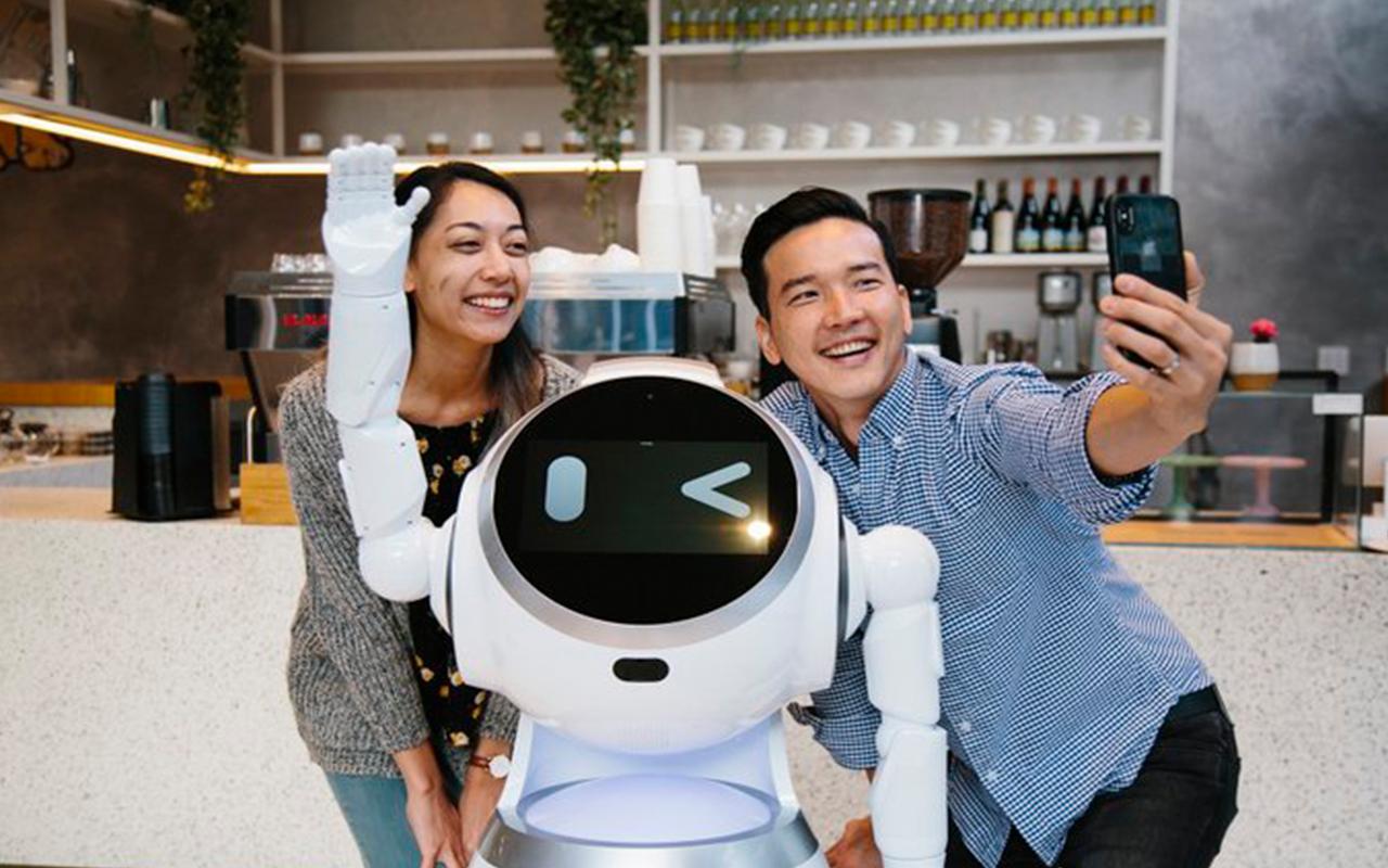 selfie with cruzr robot